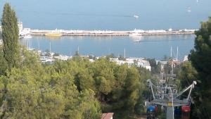 Вид на Ялту с малой канатной дороги.jpg